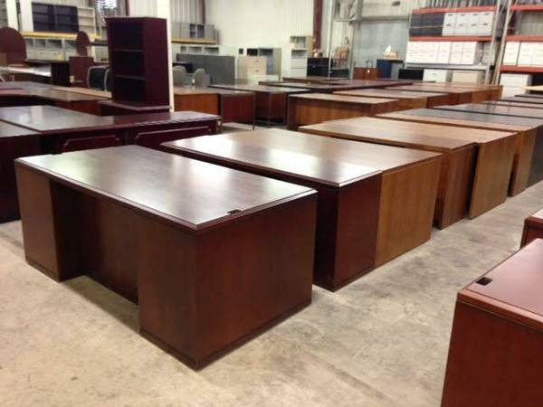 Used Office Desks - OfficeMakers